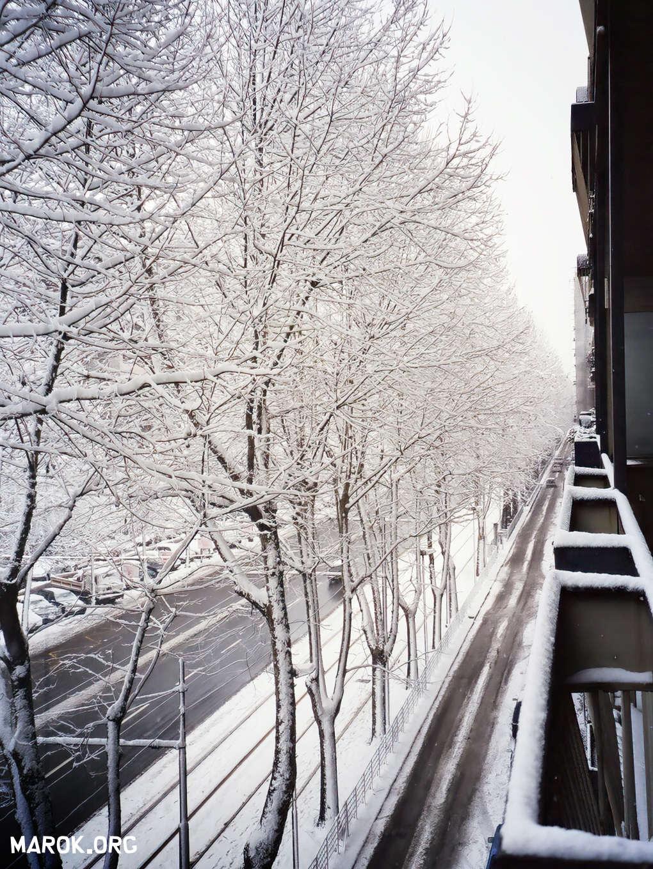 Neve a casa Marok