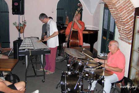 Dulbecco, Rosario, Ellade Jam