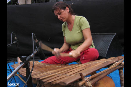Carla Colombo plays balafon