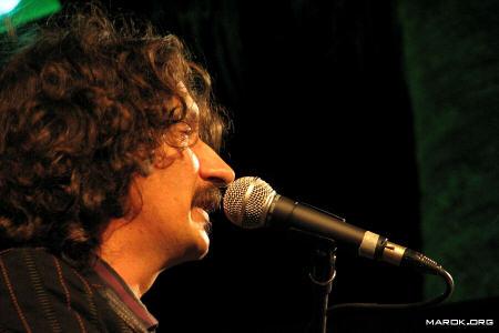 Sergio Cammariere sings