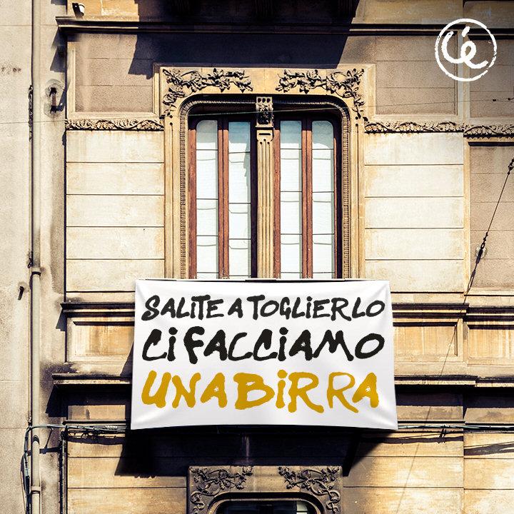Lo striscione della Ceres saluta Salvini