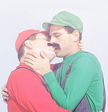 mario luigi kissing